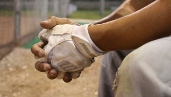 How to Clean a Baseball Batting Glove? 2 Simple Ways To Do